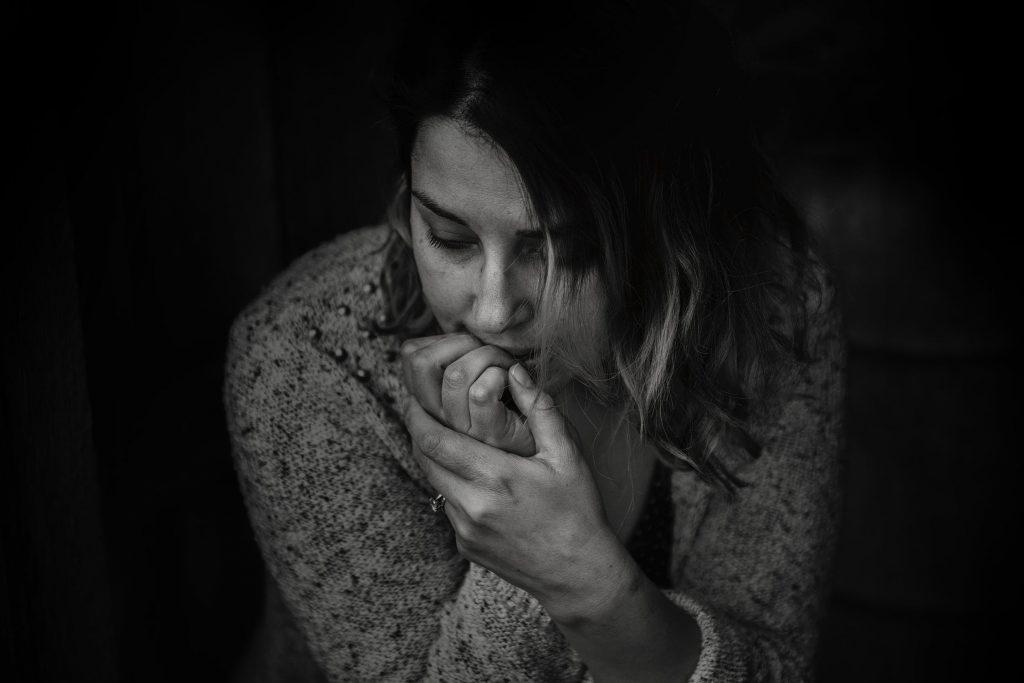 Послеродовая депрессия: признаки и симптомы